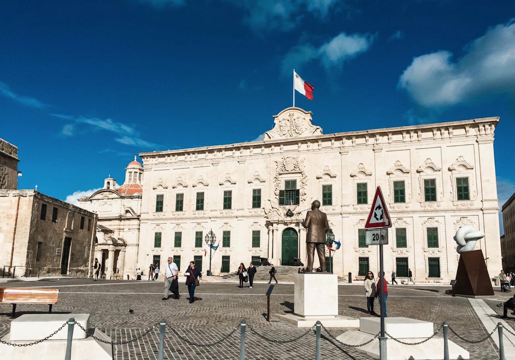 Бюджетные языковые курсы на Мальте: цены на две недели